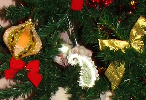Pisica agata ornamentul de brad